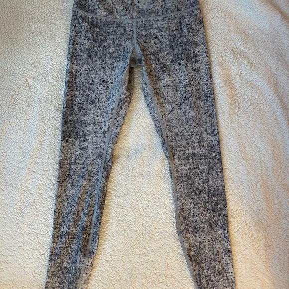White/grey size 6 Wonder Under Lululemon leggings.
